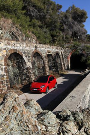 Foto Exteriores 03 Fiat Punto Dos Volumenes 2012