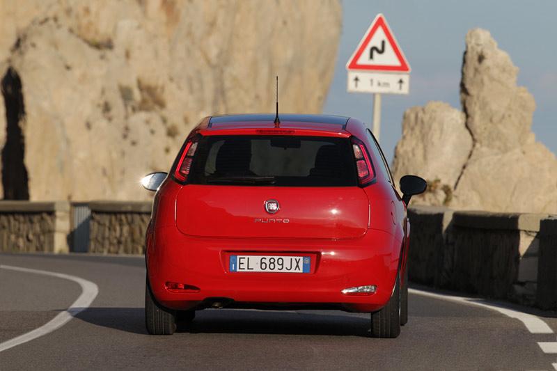 Foto Trasera Fiat Punto Dos Volumenes 2012