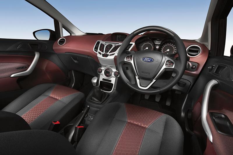 Foto Interiores Ford Fiesta Dos Volumenes 2009