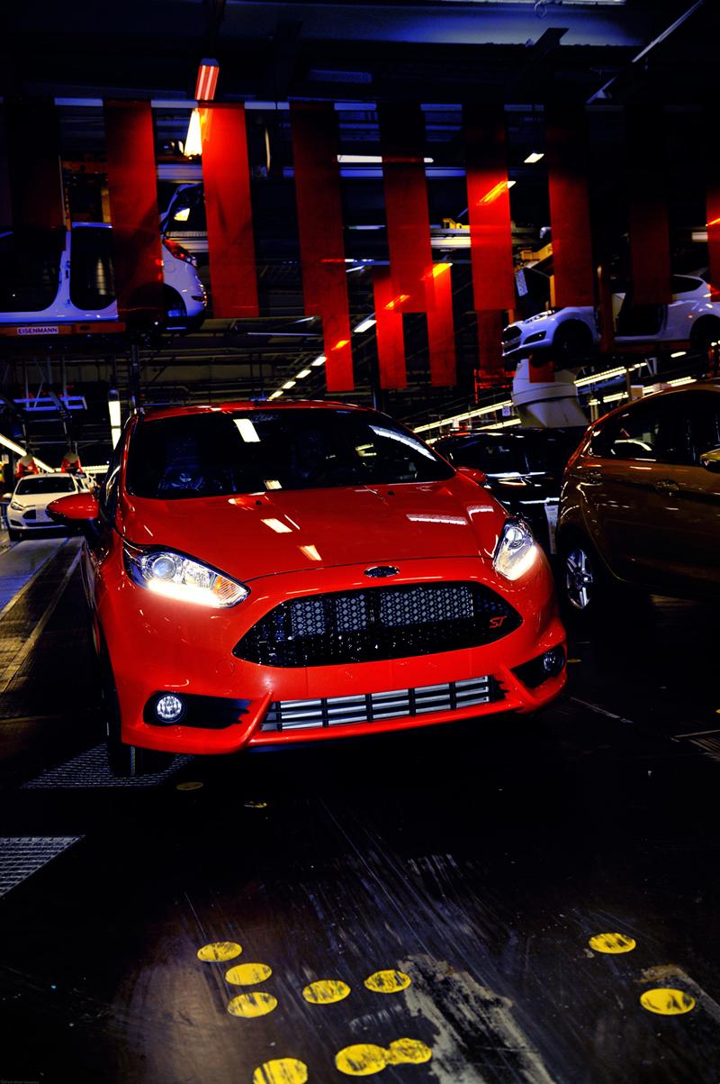 Foto Exteriores Ford Fiesta St Dos Volumenes 2013