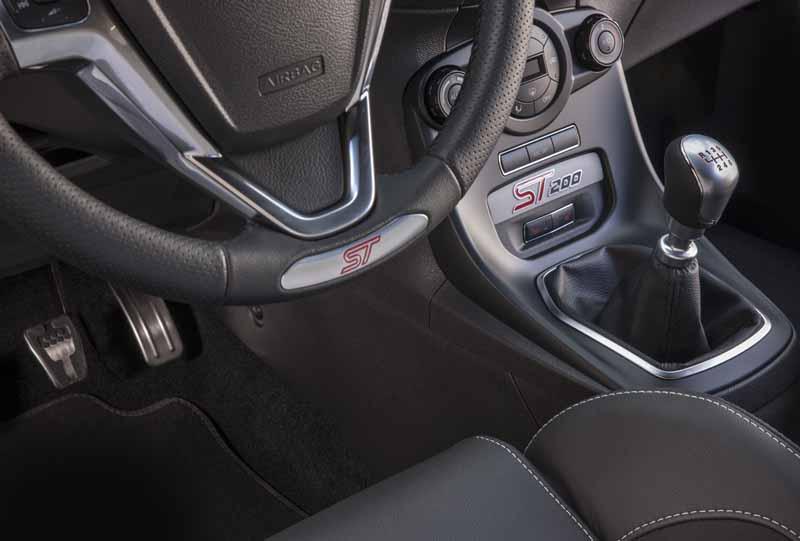 Foto Detalles Ford Fiesta St 200 Dos Volumenes 2016