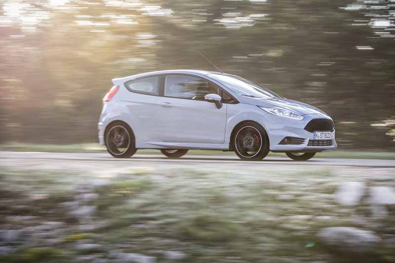 foto lateral ford fiesta st200