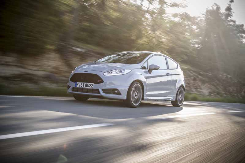 Foto Exteriores Ford Fiesta St 200 Dos Volumenes 2016