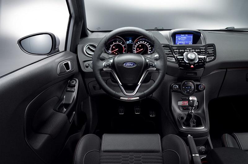 Foto Salpicadero Ford Fiesta St 200 Dos Volumenes 2016