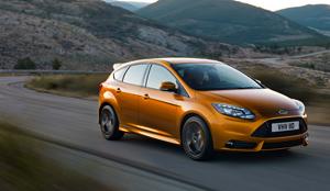 Foto Exteriores-(5) Ford Focus Dos Volumenes 2011