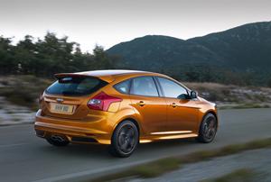 Foto Exteriores-(6) Ford Focus Dos Volumenes 2011