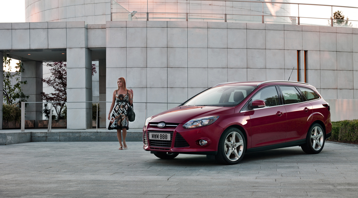 Foto exteriores 10 ford focus familiar 2011 for Bayer motor company ford
