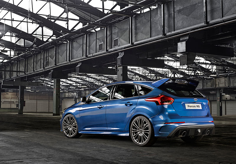 Foto Trasera Ford Focus Rs Dos Volumenes 2015