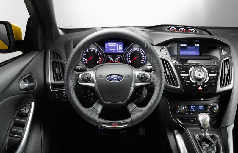Foto Interiores  (2) Ford Focus-st Dos Volumenes 2011