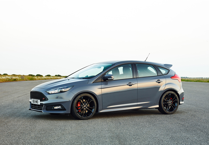 Foto Lateral Ford Focus St Dos Volumenes 2014