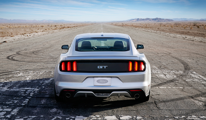 Foto Trasera Ford Mustang Cupe 2013