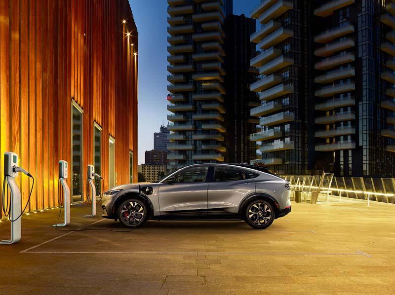 Foto Exteriiores Ford Mustang Mach E Suv Todocamino 2021
