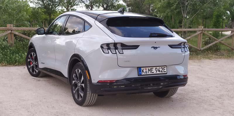 Ford Mustang Mach-E 2021, foto trasera