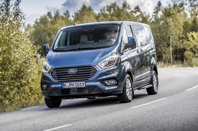 Ford Tourneo Custom plug in, foto delantera