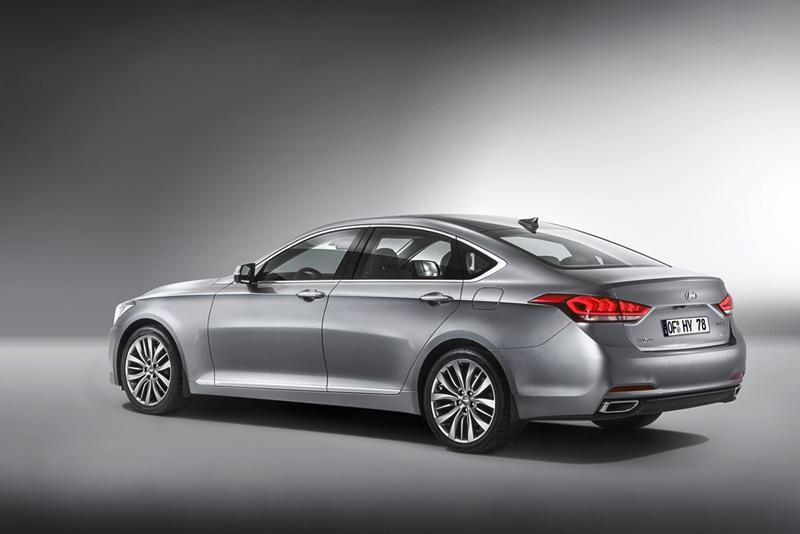 Foto Lateral Hyundai Genesis Berlina 2014