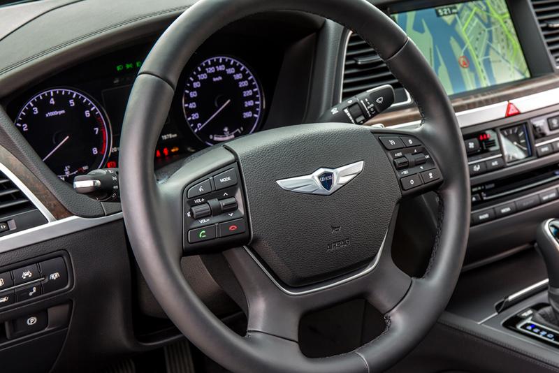 Foto Salpicadero Hyundai Genesis Berlina 2014