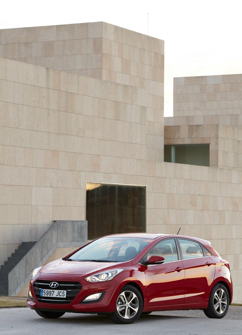 Foto Exteriores Hyundai I30 Dos Volumenes 2015