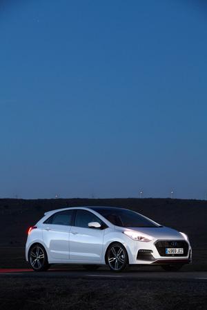 Foto Exteriores 16 Hyundai I30-turbo Dos Volumenes 2015