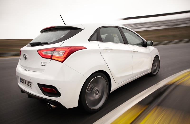 Foto Exteriores Hyundai I30 Turbo Dos Volumenes 2015