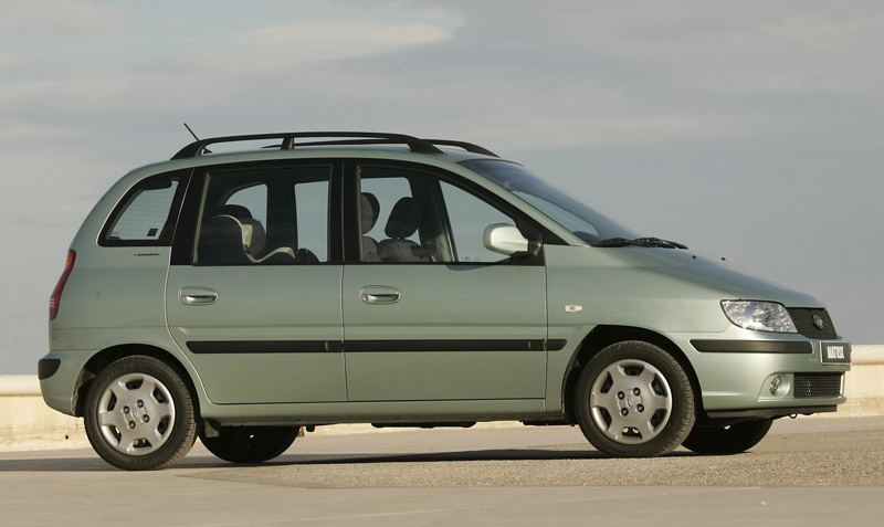 Foto Perfil Hyundai Matrix Monovolumen 2005