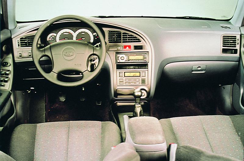 Foto Salpicadero Hyundai Trajet Monovolumen 1999