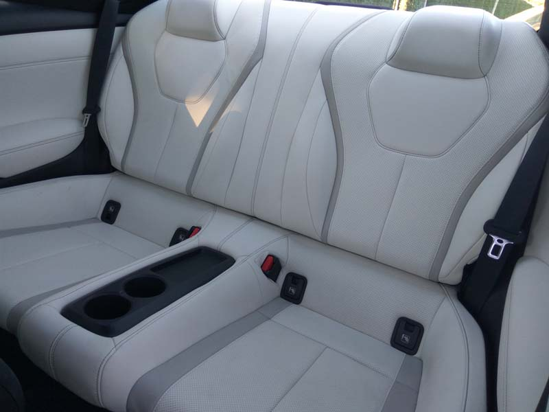 Infiniti Q60 2017, foto asientos traseros