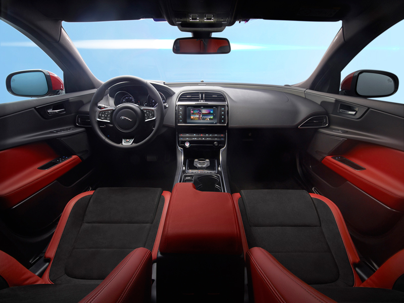 Foto Interiores Jaguar Xe Berlina 2014