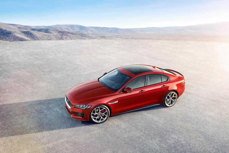 Foto Perfil Jaguar Xe Berlina 2014