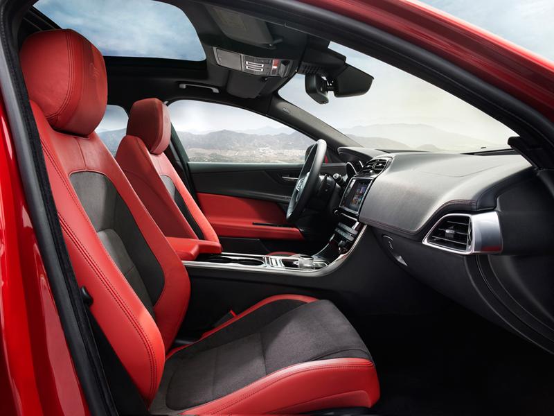 Foto Salpicadero Jaguar Xe Berlina 2014