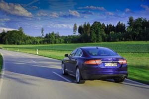Foto Exteriores-(10) Jaguar Xf Sedan 2011