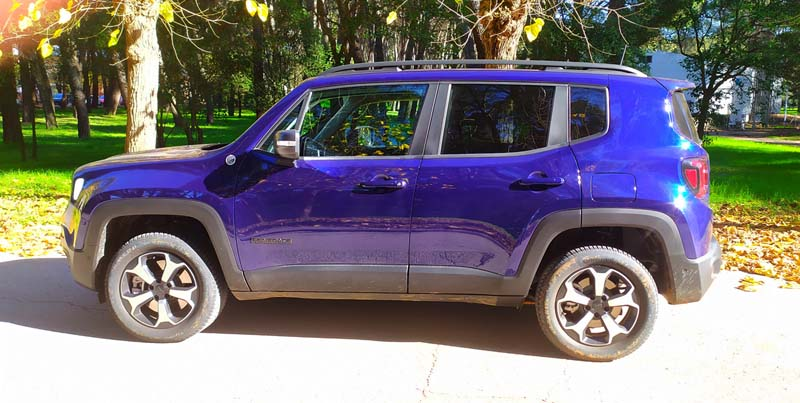 Jeep Renegade 4xe, foto lateral