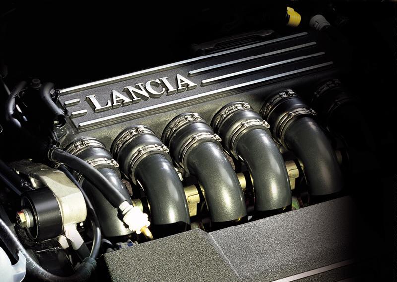 Foto 3000 V6 Lancia Motores Gasolina
