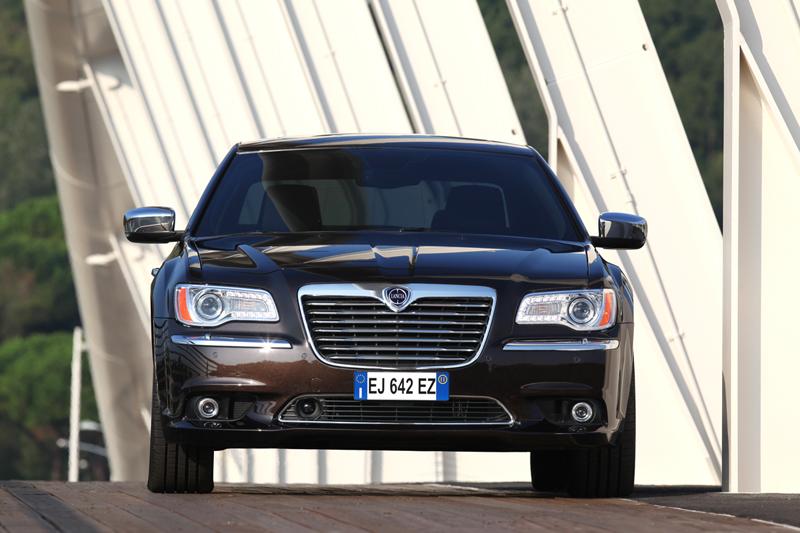 Foto Delantera Lancia Thema Sedan 2011