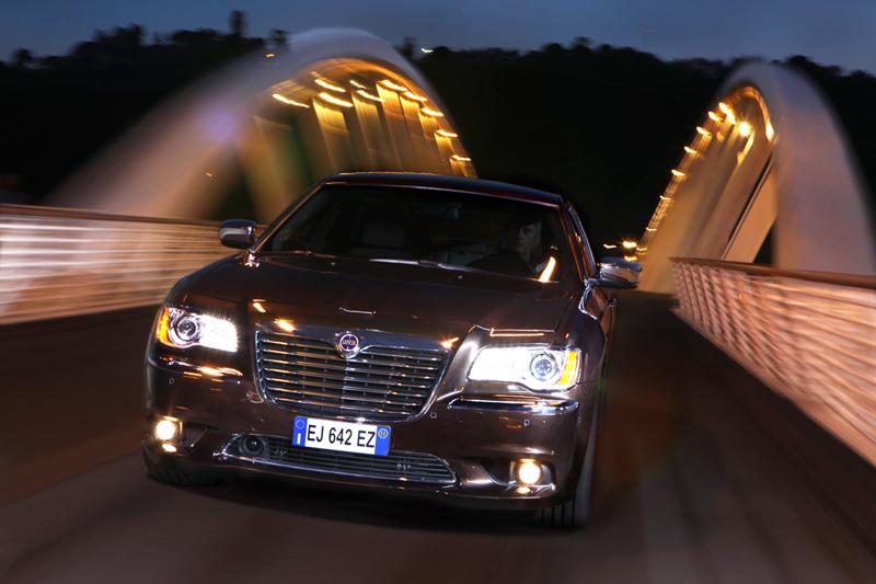 Foto Exteriores_01 Lancia Thema Sedan 2011