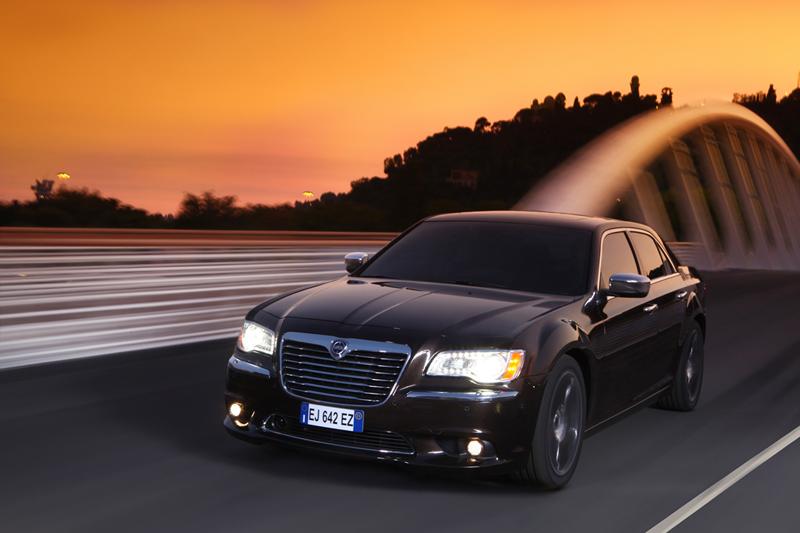 Foto Exteriores_02 Lancia Thema Sedan 2011