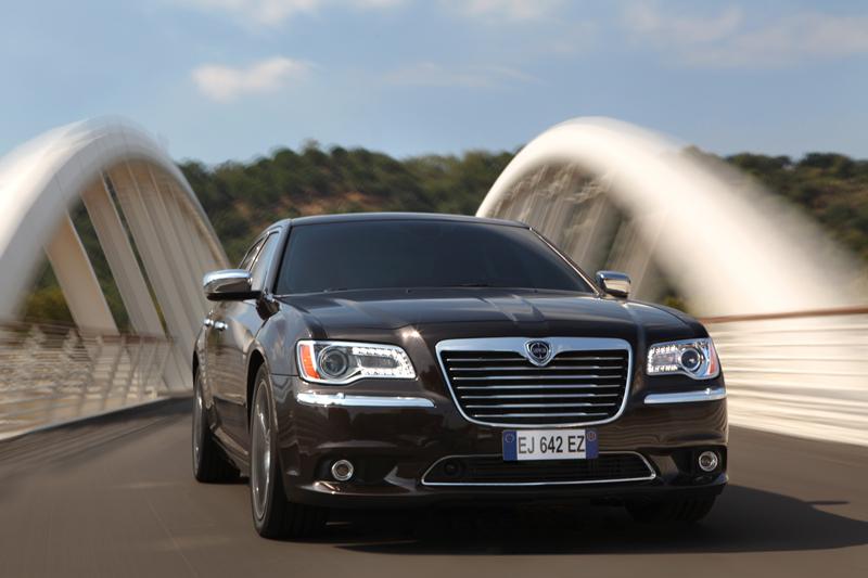 Foto Exteriores_04 Lancia Thema Sedan 2011