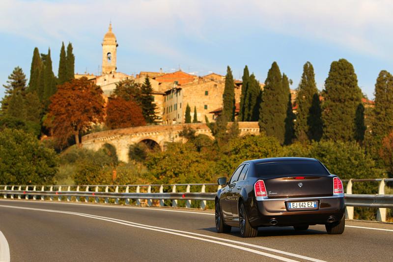 Foto Exteriores_09 Lancia Thema Sedan 2011