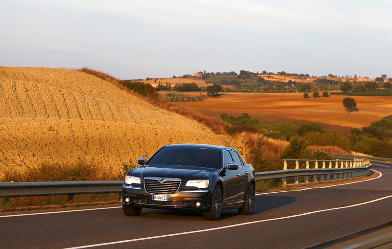 Foto Exteriores_14 Lancia Thema Sedan 2011