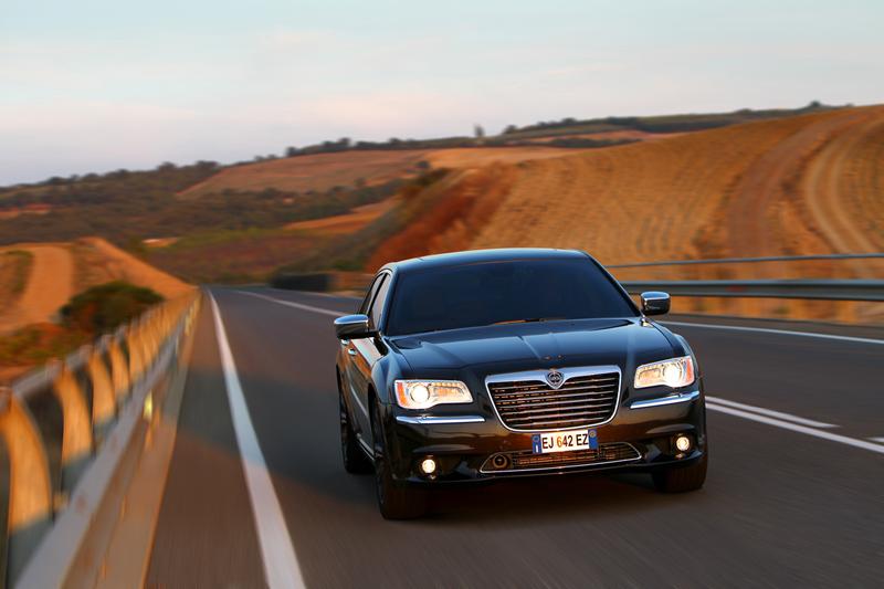 Foto Exteriores_15 Lancia Thema Sedan 2011