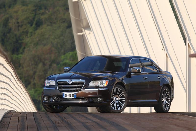 Foto Exteriores_17 Lancia Thema Sedan 2011