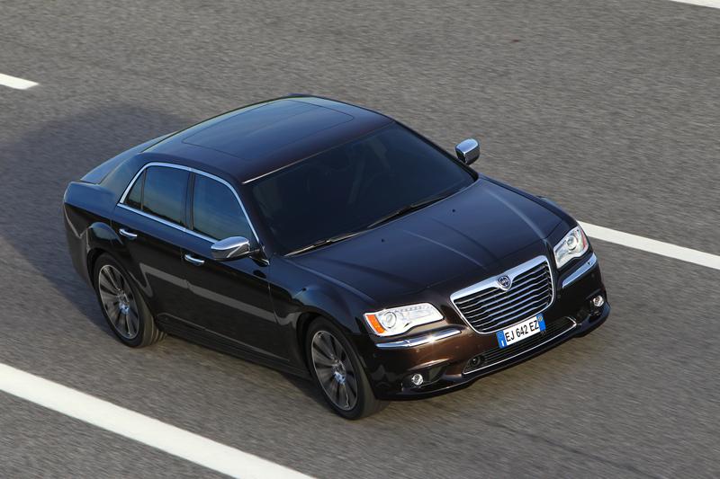 Foto Exteriores_27 Lancia Thema Sedan 2011