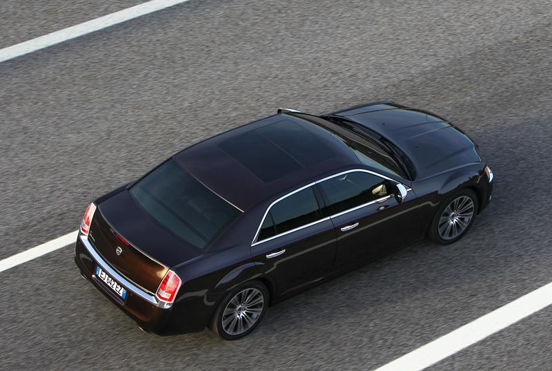 Foto Exteriores_29 Lancia Thema Sedan 2011