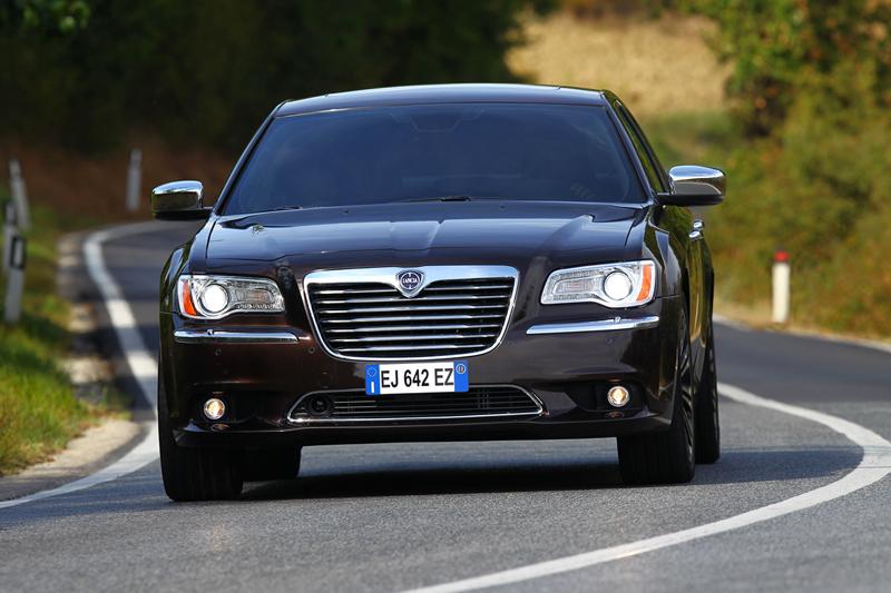 Foto Exteriores_31 Lancia Thema Sedan 2011