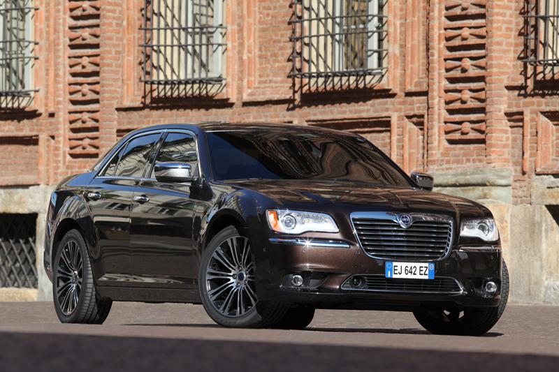 Foto Exteriores_34 Lancia Thema Sedan 2011