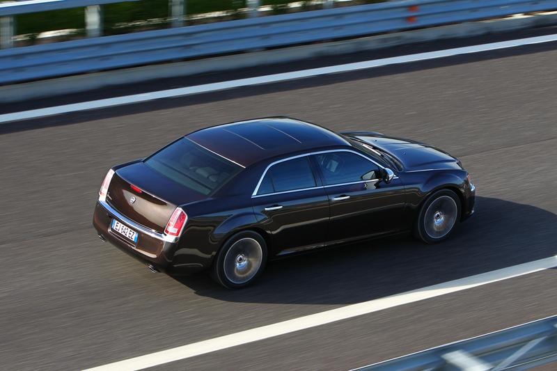 Foto Exteriores_38 Lancia Thema Sedan 2011
