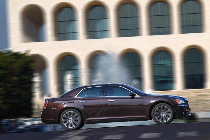Foto Exteriores_48 Lancia Thema Sedan 2011