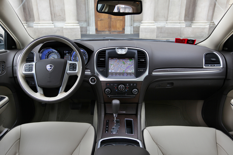 Foto Interiores_01 Lancia Thema Sedan 2011