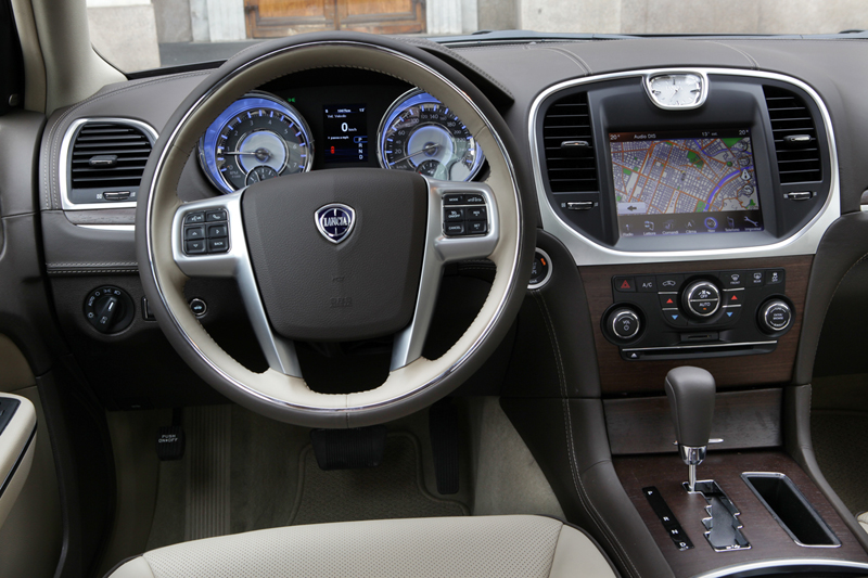 Foto Interiores_03 Lancia Thema Sedan 2011