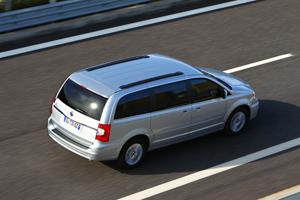 Foto Exteriores_07 Lancia Voyager Monovolumen 2011