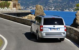 Foto Exteriores_10 Lancia Voyager Monovolumen 2011